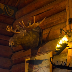 Dining hall decor (photo: August Houston)